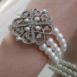 Jewelry - Pearl & Silver Medallion Bracelet